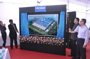 An Lina, Vice Consul, Consulate General of of China, Eric Braganza, President, Haier Appliances India, Li Yuanling, Deputy Consul General, Consulate General of China and Song Yujun, MD, Haier Appliances India in Mumbai